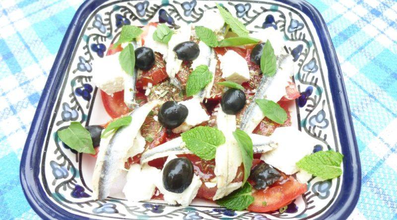 Petite salade fraiche tomate-feta-anchois