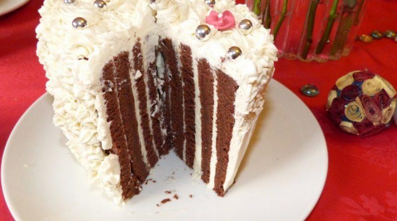 Gâteau roulé vertical au chocolat et mascarpone vanille