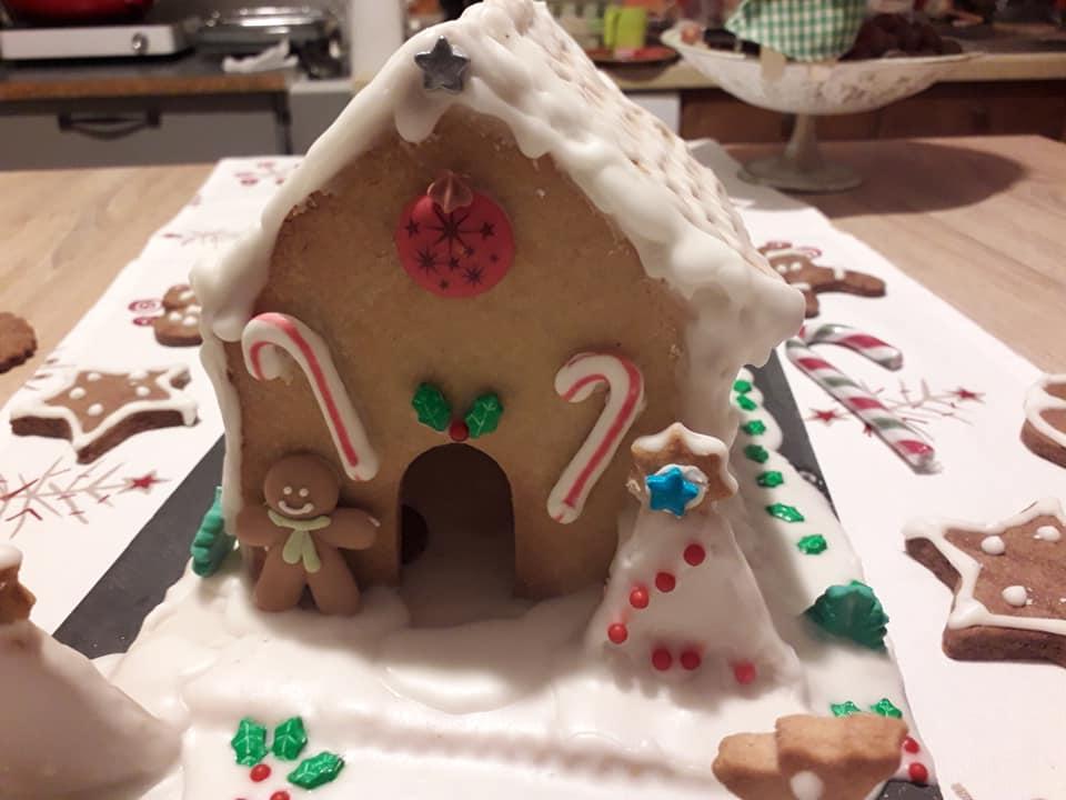 Maison de Noël en biscuits
