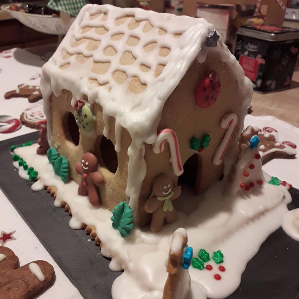 Chalet des neiges en biscuits sablés
