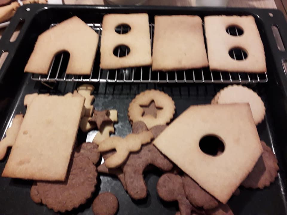 Les parois de la maison en biscuits