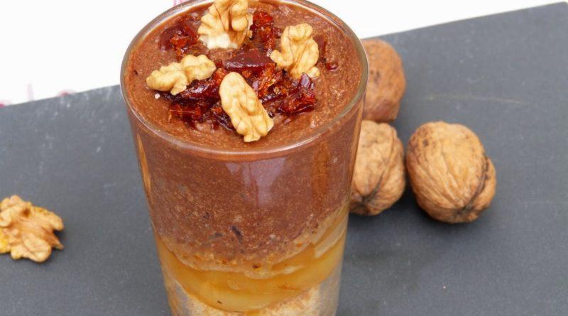 Verrine mousse au chocolat noir et poires caramélisées
